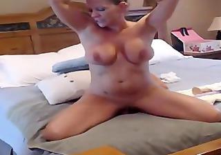 sexy m.i.l.f has an big o on cam