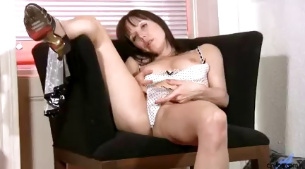 amateur dark brown housewife is masturbating her