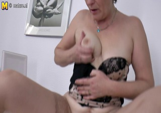 bushy older mom shakes her old bawdy cleft