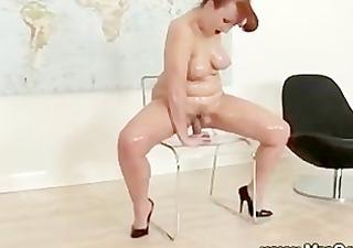 Mature screams orgasm from sex machine